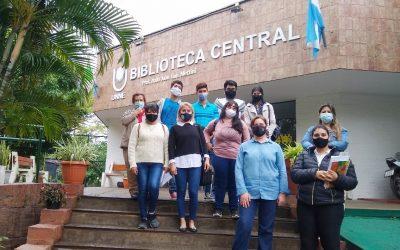 """Formación de usuarios: alumnos de Bibliotecología del IES """"San Fernando Rey"""" visitaron la Biblioteca Central de la UNNE"""